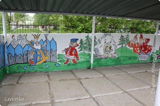 Вот наступило лето и я опять ремонтирую очередные веранды в детском саду.  Очень люблю наши советские мультики. Вот что у меня получилось. Картинки я срисовывала.Краски акриловые в конце работы все покрыла лаком. Строго не судите я не художник. фото 12