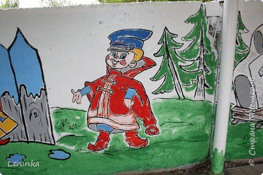Вот наступило лето и я опять ремонтирую очередные веранды в детском саду.  Очень люблю наши советские мультики. Вот что у меня получилось. Картинки я срисовывала.Краски акриловые в конце работы все покрыла лаком. Строго не судите я не художник. фото 6