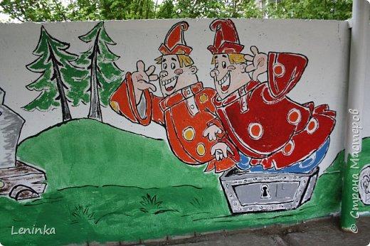 Вот наступило лето и я опять ремонтирую очередные веранды в детском саду.  Очень люблю наши советские мультики. Вот что у меня получилось. Картинки я срисовывала.Краски акриловые в конце работы все покрыла лаком. Строго не судите я не художник. фото 8