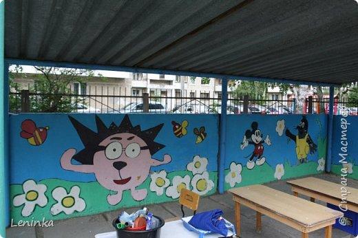 Вот наступило лето и я опять ремонтирую очередные веранды в детском саду.  Очень люблю наши советские мультики. Вот что у меня получилось. Картинки я срисовывала.Краски акриловые в конце работы все покрыла лаком. Строго не судите я не художник. фото 14
