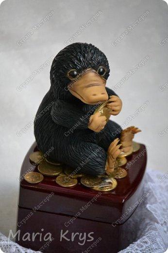 Здравствуйте, дорогие мастера и мастерицы. Сегодня я к вам с фото любителя монеток и золотишка - Нюхлем. фото 2