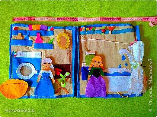 """Здравствуйте все жители страны мастеров. Хочу поделиться с вами одной работой. Это работа моей сестры. Она на сайте не зарегистрирована, но была не против размещения своей работы здесь. Мне кажется, что эту работу должны увидеть многие. Представляем вашему вниманию кукольный домик из фетра, сделанный для фетровых кукол Анны и Эльзы (по мотивам мультфильма """"Холодное сердце""""). Кукольный домик сделан ко дню рождения моей племянницы. фото 8"""