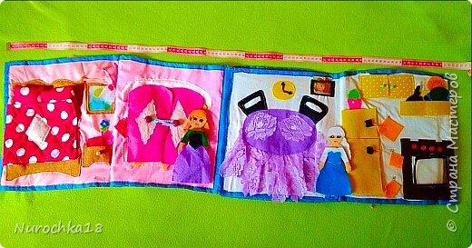 """Здравствуйте все жители страны мастеров. Хочу поделиться с вами одной работой. Это работа моей сестры. Она на сайте не зарегистрирована, но была не против размещения своей работы здесь. Мне кажется, что эту работу должны увидеть многие. Представляем вашему вниманию кукольный домик из фетра, сделанный для фетровых кукол Анны и Эльзы (по мотивам мультфильма """"Холодное сердце""""). Кукольный домик сделан ко дню рождения моей племянницы. фото 9"""