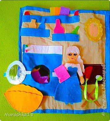 """Здравствуйте все жители страны мастеров. Хочу поделиться с вами одной работой. Это работа моей сестры. Она на сайте не зарегистрирована, но была не против размещения своей работы здесь. Мне кажется, что эту работу должны увидеть многие. Представляем вашему вниманию кукольный домик из фетра, сделанный для фетровых кукол Анны и Эльзы (по мотивам мультфильма """"Холодное сердце""""). Кукольный домик сделан ко дню рождения моей племянницы. фото 24"""