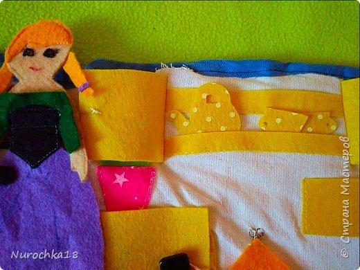 """Здравствуйте все жители страны мастеров. Хочу поделиться с вами одной работой. Это работа моей сестры. Она на сайте не зарегистрирована, но была не против размещения своей работы здесь. Мне кажется, что эту работу должны увидеть многие. Представляем вашему вниманию кукольный домик из фетра, сделанный для фетровых кукол Анны и Эльзы (по мотивам мультфильма """"Холодное сердце""""). Кукольный домик сделан ко дню рождения моей племянницы. фото 31"""