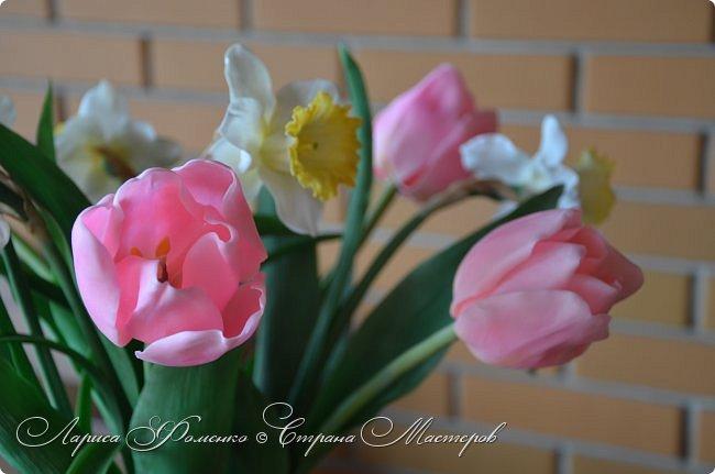 Нежный, весенний букет тюльпанов и нарциссов. фото 3