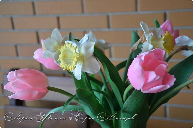 Нежный, весенний букет тюльпанов и нарциссов. фото 2