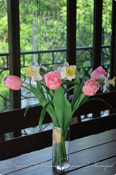 Нежный, весенний букет тюльпанов и нарциссов. фото 6