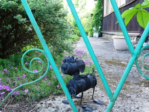 Очередной вариант кормушки из старых чашек, пока не знаю понравиться ли птицам :)  фото 11