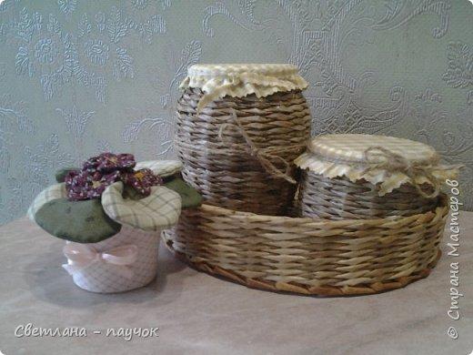Это баночки для сыпучих продуктов.баночки оплела,крышечки-обклеила тканью и покрыла все лаком фото 1