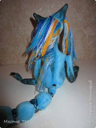 Решил, что на этом сайте буду вести свой личный блок кукольника: рассказывать о процессе создания кукол.  Не давно я показал голубого лиса. (http://stranamasterov.ru/node/1101692) Вчера я закончил делать ему волосы, а сегодня немного покрасил и сделал блаш.  фото 3