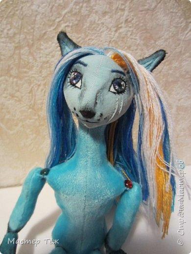 Решил, что на этом сайте буду вести свой личный блок кукольника: рассказывать о процессе создания кукол.  Не давно я показал голубого лиса. (http://stranamasterov.ru/node/1101692) Вчера я закончил делать ему волосы, а сегодня немного покрасил и сделал блаш.  фото 5