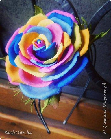 Радужная фантазийная роза на ободке фото 1