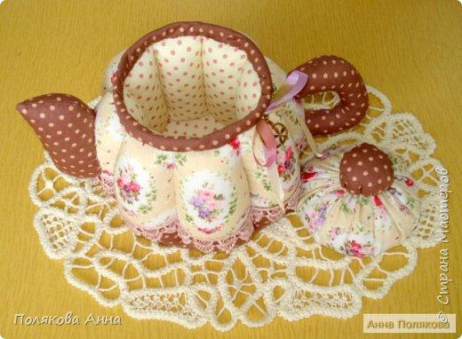 Дорогие мастерицы! У меня готовы новенькие чайники. Уютный текстильный чайник станет замечательным подарком, послужит шкатулочкой для чайных пакетов, конфеток, бижутерии или других мелочей, а также может быть необычной упаковкой для небольшого подарка.  Пошив из качественных натуральных тканей. Высота 15см. фото 4