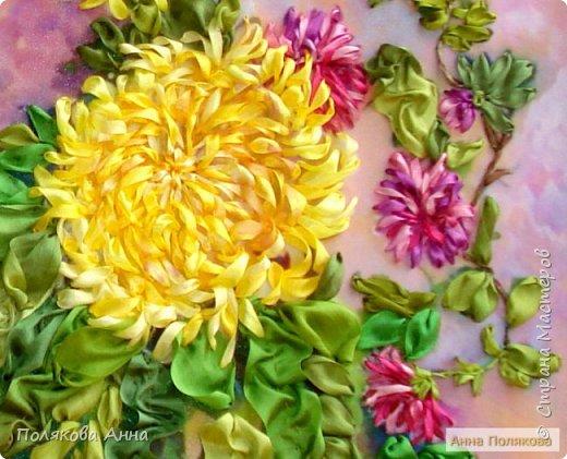 Моя новая вышивка выполнена шелковыми лентами по мотивам картины художницы Натальи Закревской. Основа — принт на креп-сатине. Размер 30х35см. фото 3