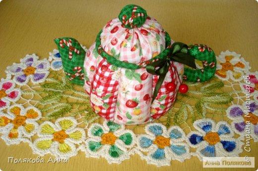 Дорогие мастерицы! У меня готовы новенькие чайники. Уютный текстильный чайник станет замечательным подарком, послужит шкатулочкой для чайных пакетов, конфеток, бижутерии или других мелочей, а также может быть необычной упаковкой для небольшого подарка.  Пошив из качественных натуральных тканей. Высота 15см. фото 7