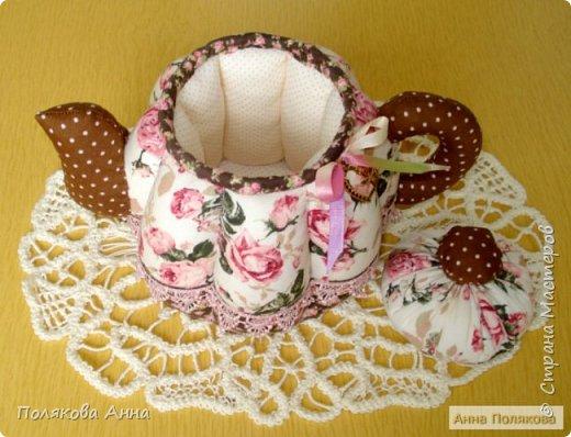 Дорогие мастерицы! У меня готовы новенькие чайники. Уютный текстильный чайник станет замечательным подарком, послужит шкатулочкой для чайных пакетов, конфеток, бижутерии или других мелочей, а также может быть необычной упаковкой для небольшого подарка.  Пошив из качественных натуральных тканей. Высота 15см. фото 2