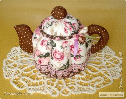 Дорогие мастерицы! У меня готовы новенькие чайники. Уютный текстильный чайник станет замечательным подарком, послужит шкатулочкой для чайных пакетов, конфеток, бижутерии или других мелочей, а также может быть необычной упаковкой для небольшого подарка.  Пошив из качественных натуральных тканей. Высота 15см. фото 1