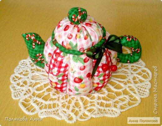 Дорогие мастерицы! У меня готовы новенькие чайники. Уютный текстильный чайник станет замечательным подарком, послужит шкатулочкой для чайных пакетов, конфеток, бижутерии или других мелочей, а также может быть необычной упаковкой для небольшого подарка.  Пошив из качественных натуральных тканей. Высота 15см. фото 5