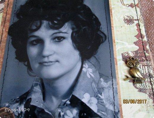 Здравствуйте, дорогие соседи по СМ! Однажды в Интернете наткнулась на работу Pastilа (Olga Znamenskaya) - анатомический альбом Love story в стиле гранж http://pastilka.blogspot.ru/2012/02/love-story.html . Я аж заболела, как влюбилась в него! Так мне захотелось сделать что-то подобное! А тут так удачно приближался юбилей совместной жизни родителей! Вот я и заморочилась с альбомом! Правда, сделать его анатомическим все же не решилась, вдруг родители не оценят.  Получился он у меня конечно же совсем не такой как у Пастилы, но идея взята у нее! фото 29