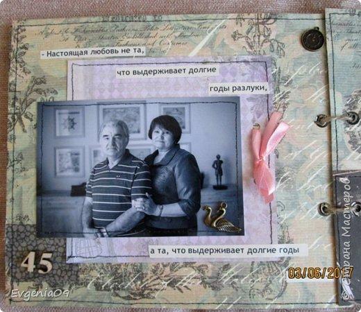 Здравствуйте, дорогие соседи по СМ! Однажды в Интернете наткнулась на работу Pastilа (Olga Znamenskaya) - анатомический альбом Love story в стиле гранж http://pastilka.blogspot.ru/2012/02/love-story.html . Я аж заболела, как влюбилась в него! Так мне захотелось сделать что-то подобное! А тут так удачно приближался юбилей совместной жизни родителей! Вот я и заморочилась с альбомом! Правда, сделать его анатомическим все же не решилась, вдруг родители не оценят.  Получился он у меня конечно же совсем не такой как у Пастилы, но идея взята у нее! фото 31