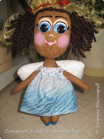 """Добрый день всем заглянувшим на мою страничку. Представляю вашему вниманию куколку. Делалась она для моей бывшей коллеги, которая была проездом. Кукла ароматизирована кофе, ванилью и какао. Художник я от слово """"худо"""", поэтому у нее такое личико. Но хозяйка ангела была в восторге. Я этому очень рада. Фото делалось на бегу, за пол-часа до поезда. фото 6"""