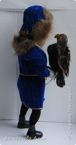 Беркутчи - охотник с экологически чистым оружием  - птицей. Главное - беркута приручить, а  там уже птица сделает всё, что нужно. фото 3