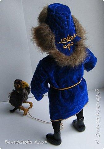 Беркутчи - охотник с экологически чистым оружием  - птицей. Главное - беркута приручить, а  там уже птица сделает всё, что нужно. фото 9