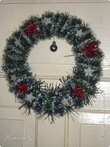 Новогодний веночек на двери фото 3