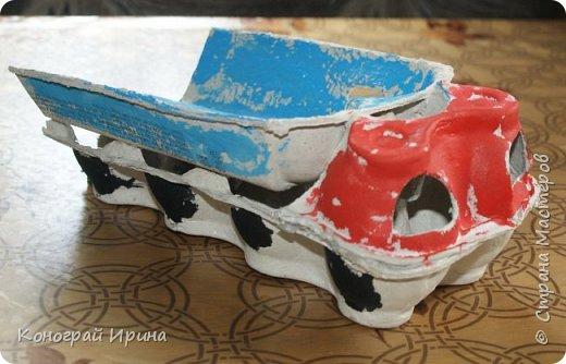 """Поделка """"Машинка"""" из яичного лотка. фото 7"""