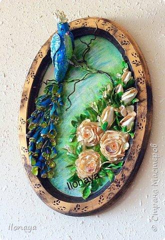 Птица из гипса .Розы и листики из обломков ракушек.Хвост птицы тоже ракушки. фото 2