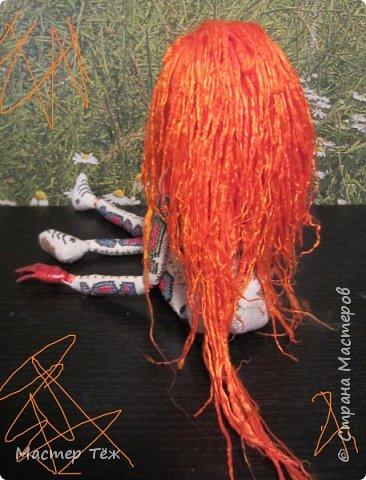 """Были у меня остатки ткани двунитка. решил сделать из неё куклу. Т.к. ткань осыпается сильно, кукла должны быть крупная. Сказано - сделано. И ходило тельце туда сюда около месяца, пока я другую работу доделывал. Потом остановился. Думаю: на двунитке ведь крестиком вышивать удобно! Решил попробовать. Мой первый опыт вышивки крестом по """"коже"""" куклы. Мне очень понравился процесс - вышивка вообще для меня такой релакс ^^ Как только узор начал вырисовываться, сразу и образ стал появляться: это мальчик и он будет рыжим!  Купил вискозу для валяния, сделал волосы, вышил глазки, и вот он -  Тимфольд.  Дальше уже фото самой куклы.  фото 5"""