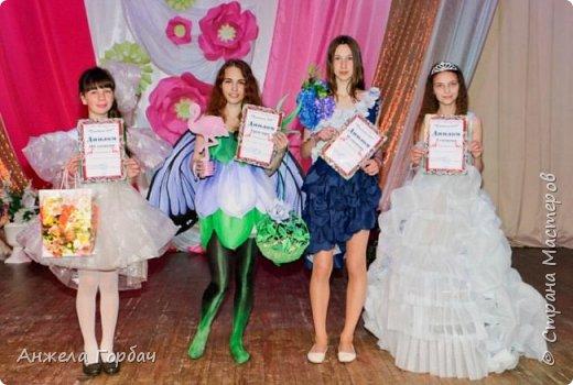 """Конкурс авангардной моды """"Фламинго"""".Моя старшая дочь-платье из подложки для ламината-1-ое место. фото 3"""