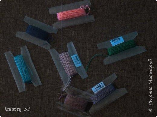 Всем здравствуйте! Хочу поделится способом хранения мулине.  Для работы нам понадобится: пластиковая бутылка, ножницы, фломастер ( но можно и без него) и все! Из 1,5 л бутылки получаются три шпульки, из 1 л -2 шт. фото 7