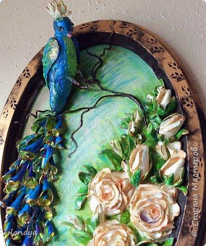 Птица из гипса .Розы и листики из обломков ракушек.Хвост птицы тоже ракушки. фото 5