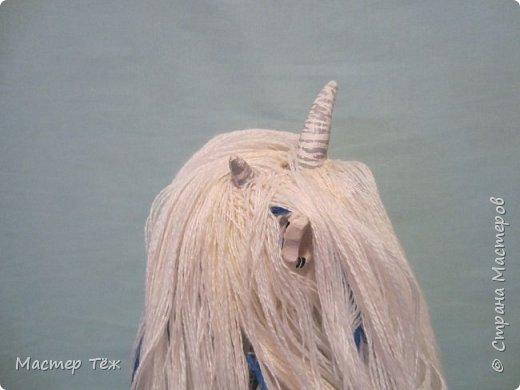 Сегодня я вам покажу ещё одну куклу с множеством костюмов. Фото будет предостаточно! Это Вильф - белокожий демон. Нет, не альбинос. Он весьма молод, что заметно по взгляду. фото 29