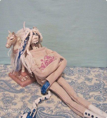 Сегодня я вам покажу ещё одну куклу с множеством костюмов. Фото будет предостаточно! Это Вильф - белокожий демон. Нет, не альбинос. Он весьма молод, что заметно по взгляду. фото 14