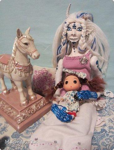 Сегодня я вам покажу ещё одну куклу с множеством костюмов. Фото будет предостаточно! Это Вильф - белокожий демон. Нет, не альбинос. Он весьма молод, что заметно по взгляду. фото 47