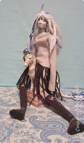 Сегодня я вам покажу ещё одну куклу с множеством костюмов. Фото будет предостаточно! Это Вильф - белокожий демон. Нет, не альбинос. Он весьма молод, что заметно по взгляду. фото 7