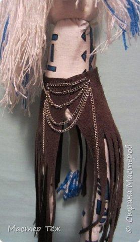 Сегодня я вам покажу ещё одну куклу с множеством костюмов. Фото будет предостаточно! Это Вильф - белокожий демон. Нет, не альбинос. Он весьма молод, что заметно по взгляду. фото 13