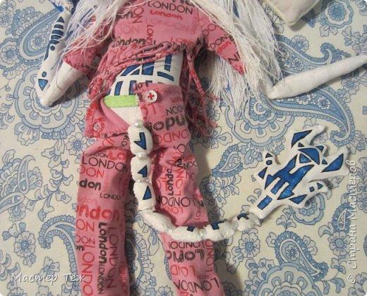 Сегодня я вам покажу ещё одну куклу с множеством костюмов. Фото будет предостаточно! Это Вильф - белокожий демон. Нет, не альбинос. Он весьма молод, что заметно по взгляду. фото 41