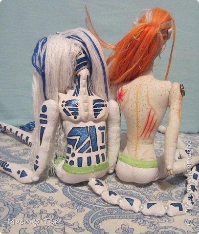 Сегодня я вам покажу ещё одну куклу с множеством костюмов. Фото будет предостаточно! Это Вильф - белокожий демон. Нет, не альбинос. Он весьма молод, что заметно по взгляду. фото 63