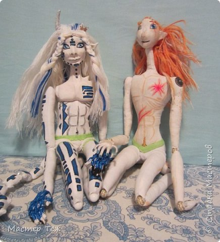 Сегодня я вам покажу ещё одну куклу с множеством костюмов. Фото будет предостаточно! Это Вильф - белокожий демон. Нет, не альбинос. Он весьма молод, что заметно по взгляду. фото 62
