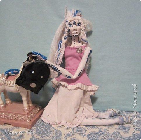 Сегодня я вам покажу ещё одну куклу с множеством костюмов. Фото будет предостаточно! Это Вильф - белокожий демон. Нет, не альбинос. Он весьма молод, что заметно по взгляду. фото 48