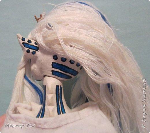 Сегодня я вам покажу ещё одну куклу с множеством костюмов. Фото будет предостаточно! Это Вильф - белокожий демон. Нет, не альбинос. Он весьма молод, что заметно по взгляду. фото 26