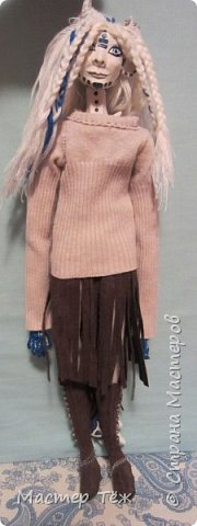 Сегодня я вам покажу ещё одну куклу с множеством костюмов. Фото будет предостаточно! Это Вильф - белокожий демон. Нет, не альбинос. Он весьма молод, что заметно по взгляду. фото 6