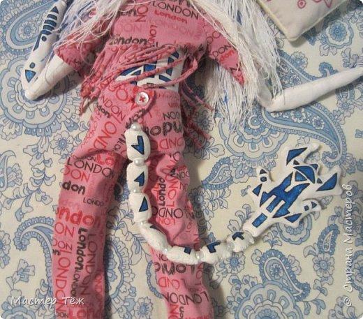 Сегодня я вам покажу ещё одну куклу с множеством костюмов. Фото будет предостаточно! Это Вильф - белокожий демон. Нет, не альбинос. Он весьма молод, что заметно по взгляду. фото 40
