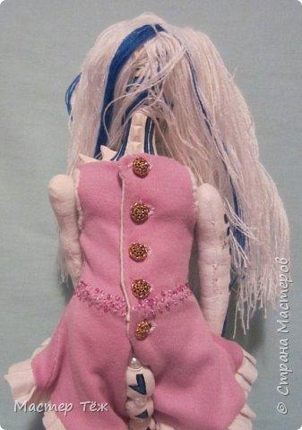 Сегодня я вам покажу ещё одну куклу с множеством костюмов. Фото будет предостаточно! Это Вильф - белокожий демон. Нет, не альбинос. Он весьма молод, что заметно по взгляду. фото 51