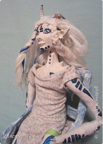 Сегодня я вам покажу ещё одну куклу с множеством костюмов. Фото будет предостаточно! Это Вильф - белокожий демон. Нет, не альбинос. Он весьма молод, что заметно по взгляду. фото 44