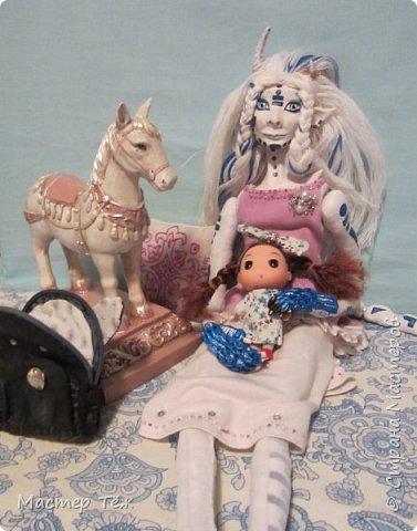 Сегодня я вам покажу ещё одну куклу с множеством костюмов. Фото будет предостаточно! Это Вильф - белокожий демон. Нет, не альбинос. Он весьма молод, что заметно по взгляду. фото 52